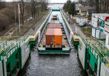 The first commercial container transport along the Vistula River
